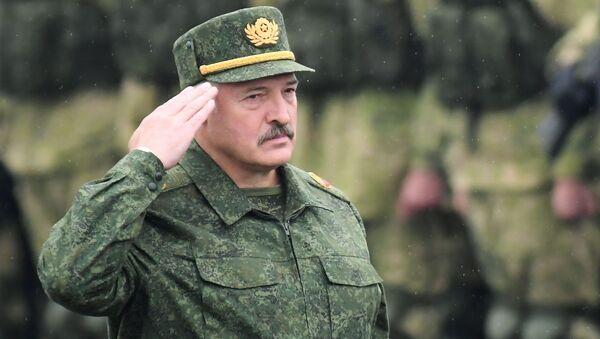 Tổng thống Belarus Alexander Lukashenko tại cuộc tập trận chiến lược chung của Belarus và Nga Phương Tây-2017 ở khu vực Minsk - Sputnik Việt Nam