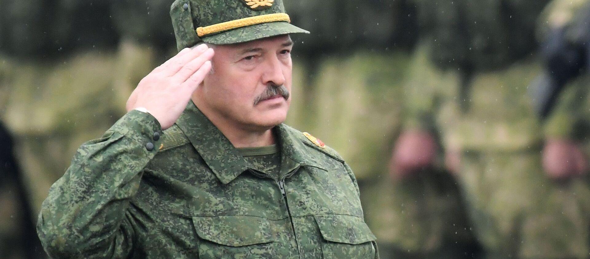 Tổng thống Belarus Alexander Lukashenko tại cuộc tập trận chiến lược chung của Belarus và Nga Phương Tây-2017 ở khu vực Minsk - Sputnik Việt Nam, 1920, 28.01.2021