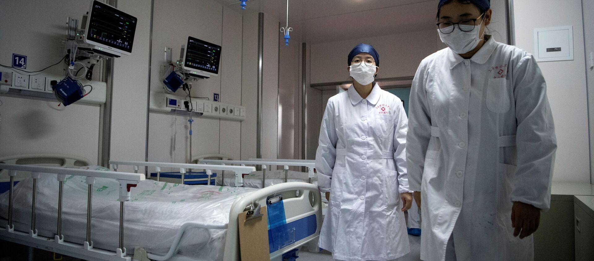 Các y tá trong khu cách ly coronavirus tại Trung tâm Lâm sàng Quốc gia Thượng Hải mới - Sputnik Việt Nam, 1920, 29.01.2021
