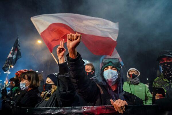 Những người tham gia hoạt động phản đối luật phá thai ở Warsaw, Ba Lan - Sputnik Việt Nam