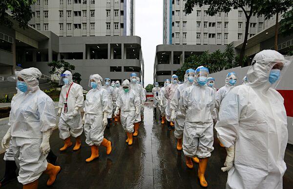 Các nhân viên y tế và các phương tiện bảo vệ cá nhân ở Jakarta, Indonesia - Sputnik Việt Nam