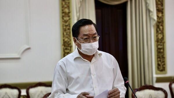 Ông Nguyễn Tấn Bỉnh, Giám đốc Sở Y tế TP.Hồ Chí Minh báo cáo tình hình dịch COVID-19 trên địa bàn thành phố. - Sputnik Việt Nam