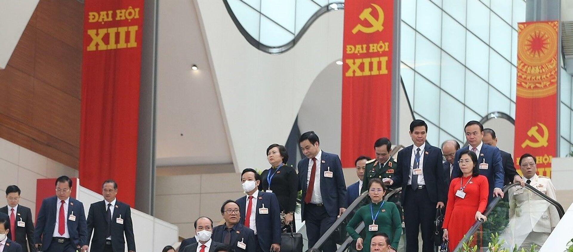 Các đại biểu kết thúc phiên họp sáng 30/1.  - Sputnik Việt Nam, 1920, 26.02.2021