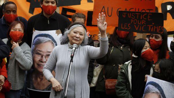 Bà Trần Tố Nga tại cuộc mít tinh ở Paris bày tỏ sự ủng hộ các nạn nhân của chất độc da cam trong chiến tranh Việt Nam. - Sputnik Việt Nam