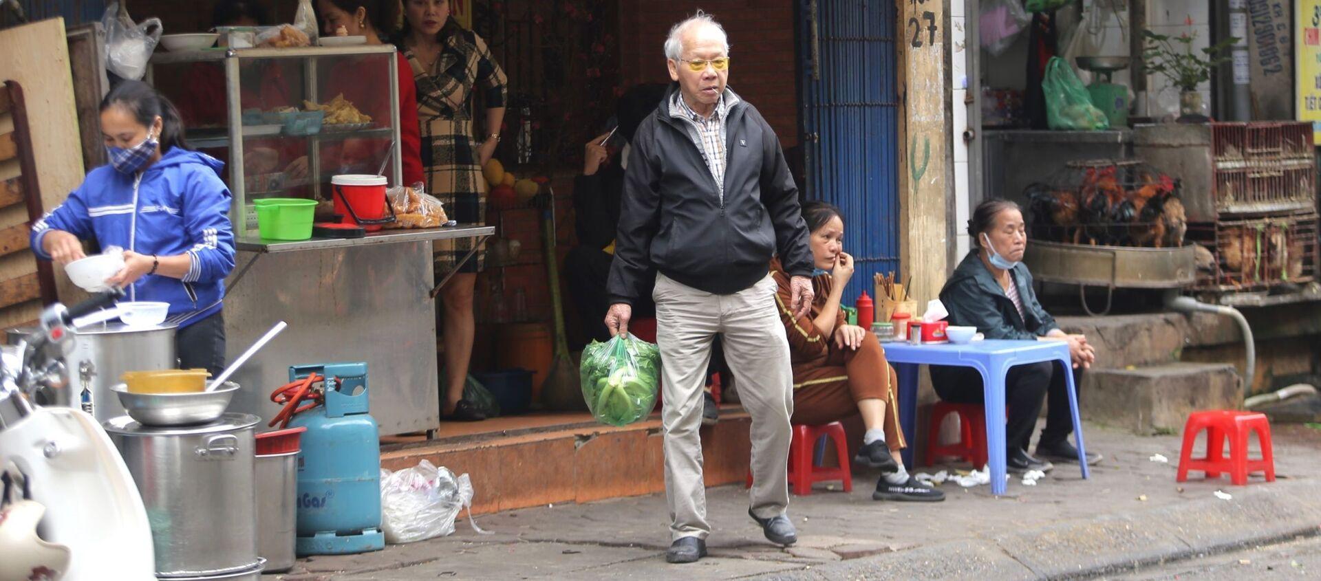 Nhiều người dân vẫn chưa thực hiện quy định về việc giãn cách và đeo khẩu trang nơi công cộng - Sputnik Việt Nam, 1920, 03.02.2021
