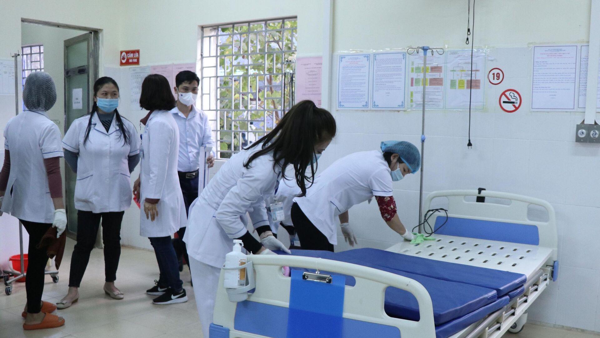 Giường bệnh tại khoa hồi sức trong Bệnh viện dã chiến.  - Sputnik Việt Nam, 1920, 07.02.2021
