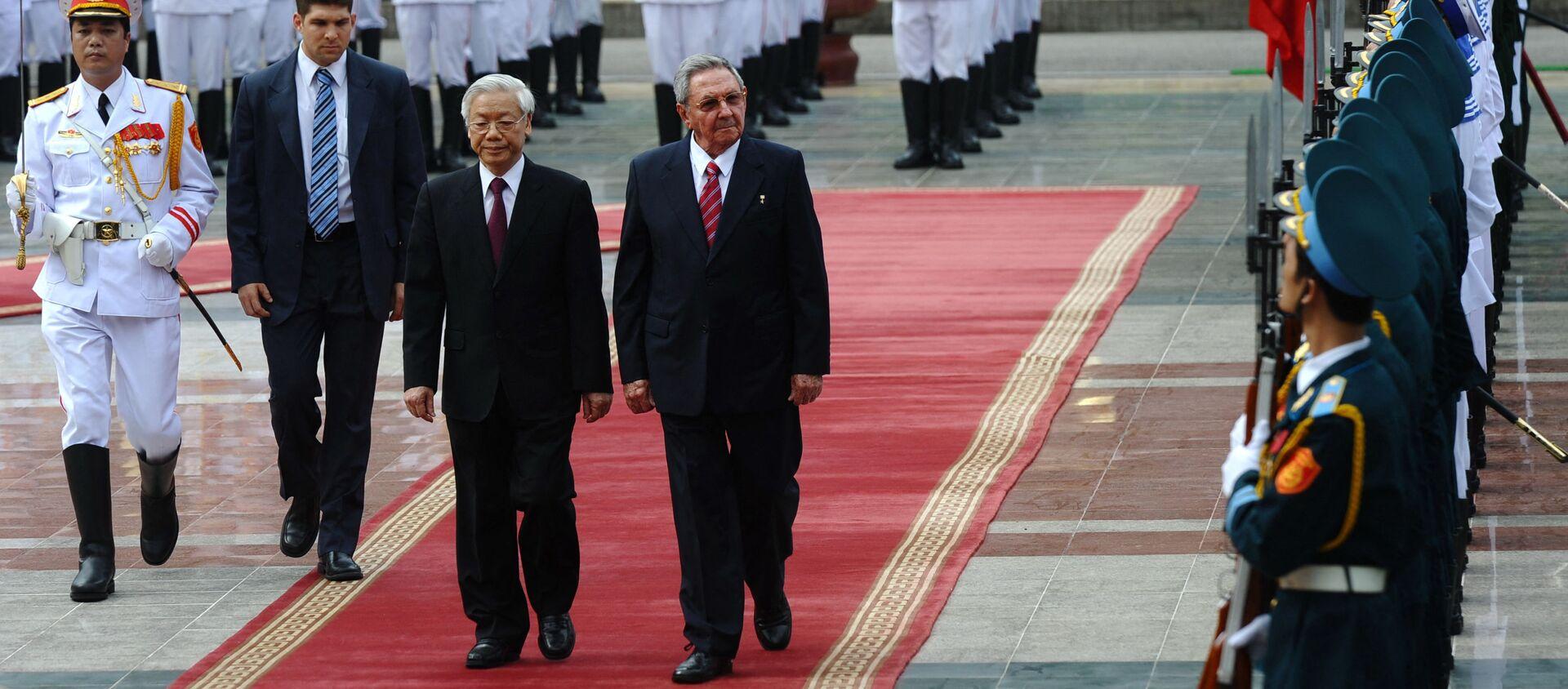 Bí thư thứ nhất Ban Chấp hành Trung ương Đảng Cộng sản Cuba (PCC) Raul Castro và Tổng Bí thư, Chủ tịch nước Nguyễn Phú Trọng - Sputnik Việt Nam, 1920, 10.02.2021