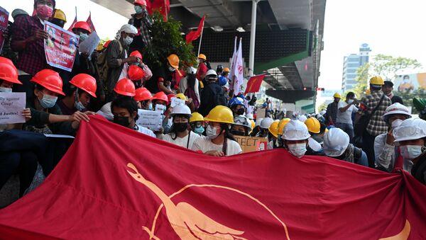 Biểu tình chống đảo chính quân sự ở Myanmar. - Sputnik Việt Nam