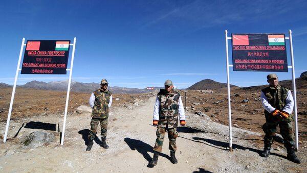 Binh sĩ quân đội Ấn Độ bảo vệ đèo Boomla ở biên giới Ấn Độ - Trung Quốc. - Sputnik Việt Nam