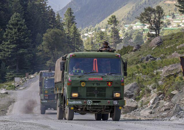 Đoàn quân của Lực lượng vũ trang Ấn Độ gần biên giới Ấn Độ - Trung Quốc