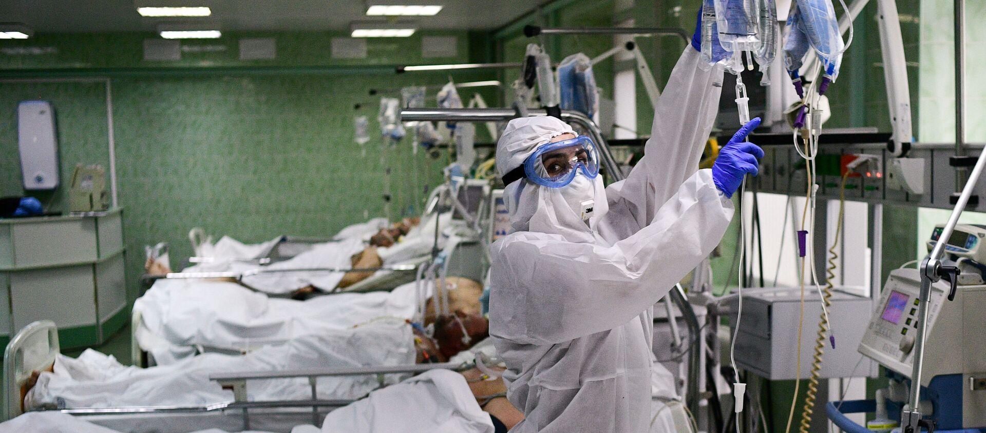 Bác sĩ và bệnh nhân tại khoa hồi sức và chăm sóc đặc biệt của bệnh viện lâm sàng thành phố mang tên V.V. Vinogradov - Sputnik Việt Nam, 1920, 13.02.2021