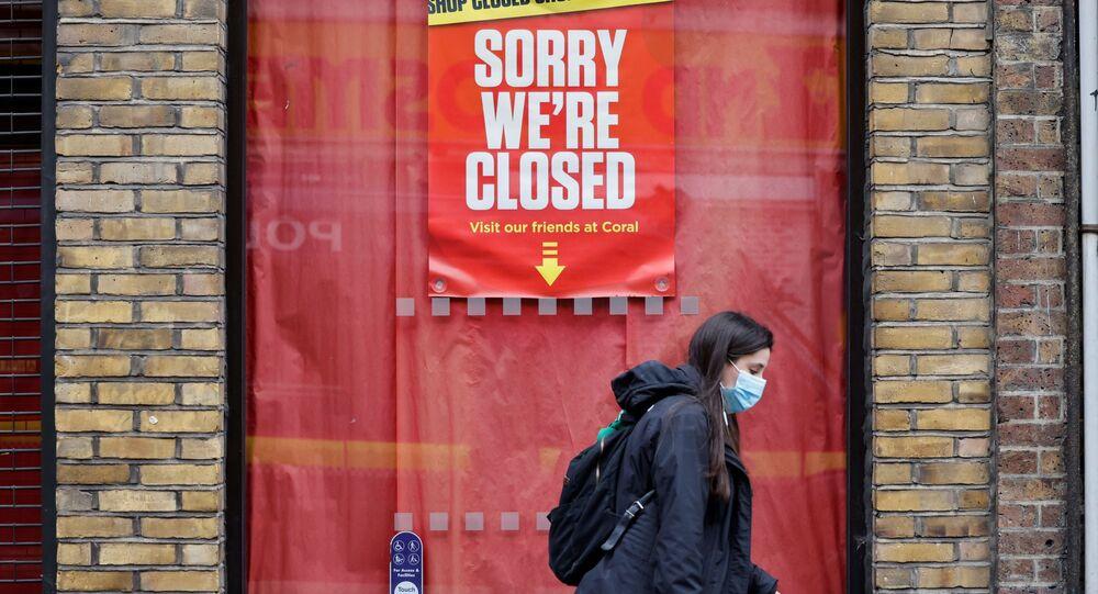 Bảng hiệu tại một cửa hàng đóng cửa ở khu vực London City, Luân Đôn, Anh.