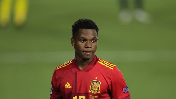 Cầu thủ bóng đá Tây Ban Nha Ansu Fati trong trận đấu tranh giải UEFA Nations League giữa đội tuyển quốc gia Tây Ban Nha và Thụy Sĩ tại Madrid, Tây Ban Nha. - Sputnik Việt Nam