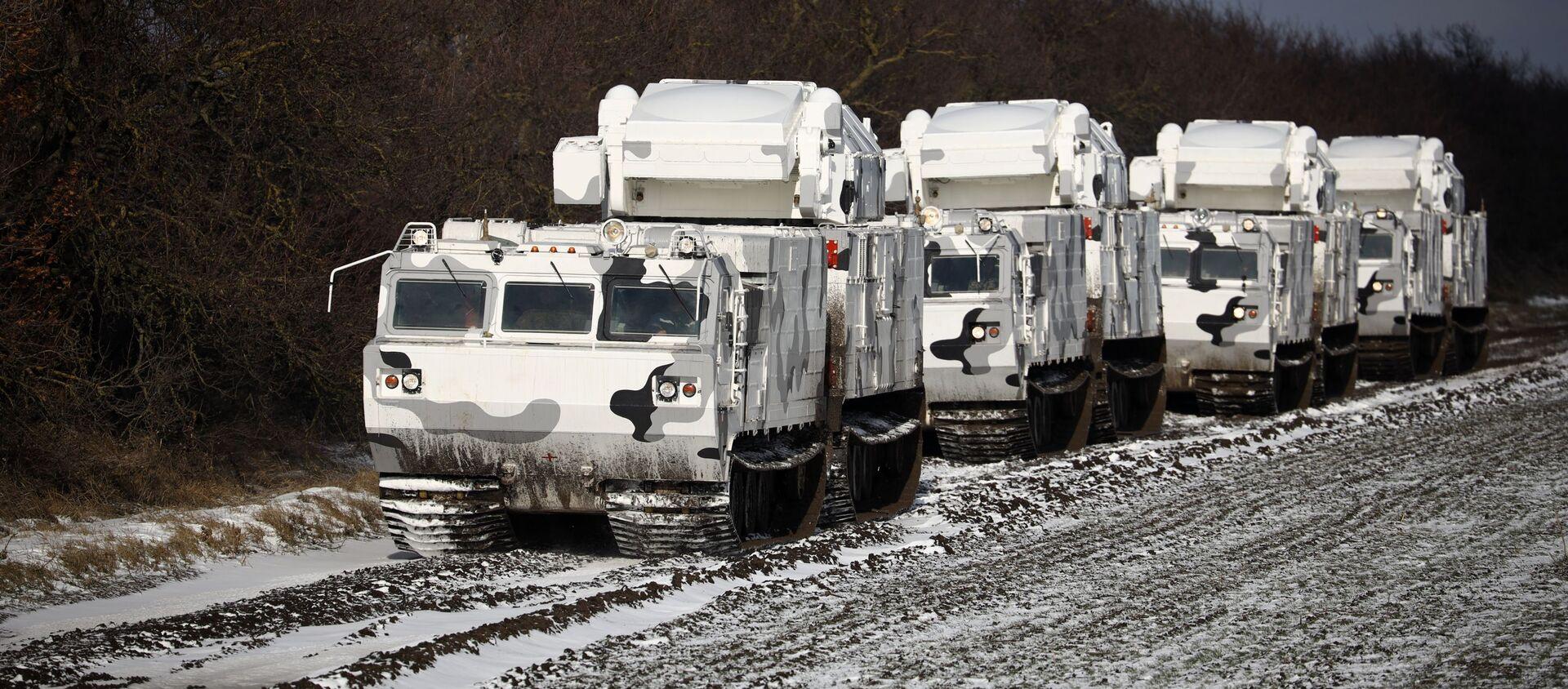 Hệ thống phòng không Bắc Cực Tor-M2DT trên khung gầm của xe địa hình DT-30 sau nghi thức bàn giao cho đội hình tổ hợp vũ trang của Hạm đội phương Bắc trên lãnh thổ Trung tâm huấn luyện phòng không quân sự 726 TP. tại thành phố Yeisk. - Sputnik Việt Nam, 1920, 18.04.2021