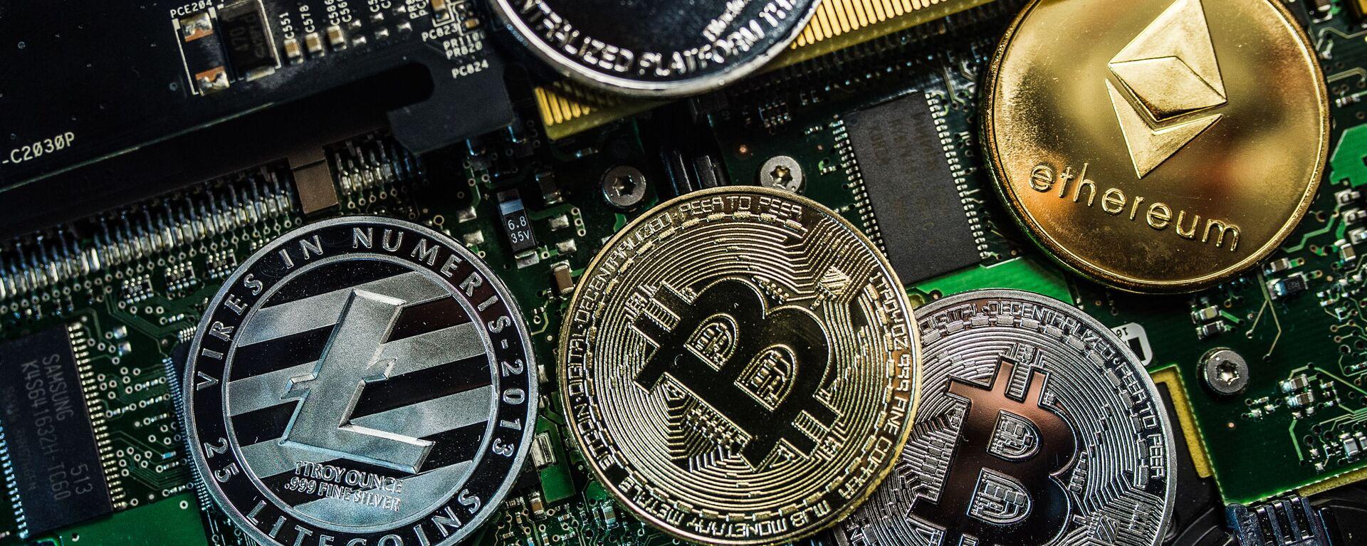 Bitcoin, Litecoin и Ethereum - Sputnik Việt Nam, 1920, 16.02.2021
