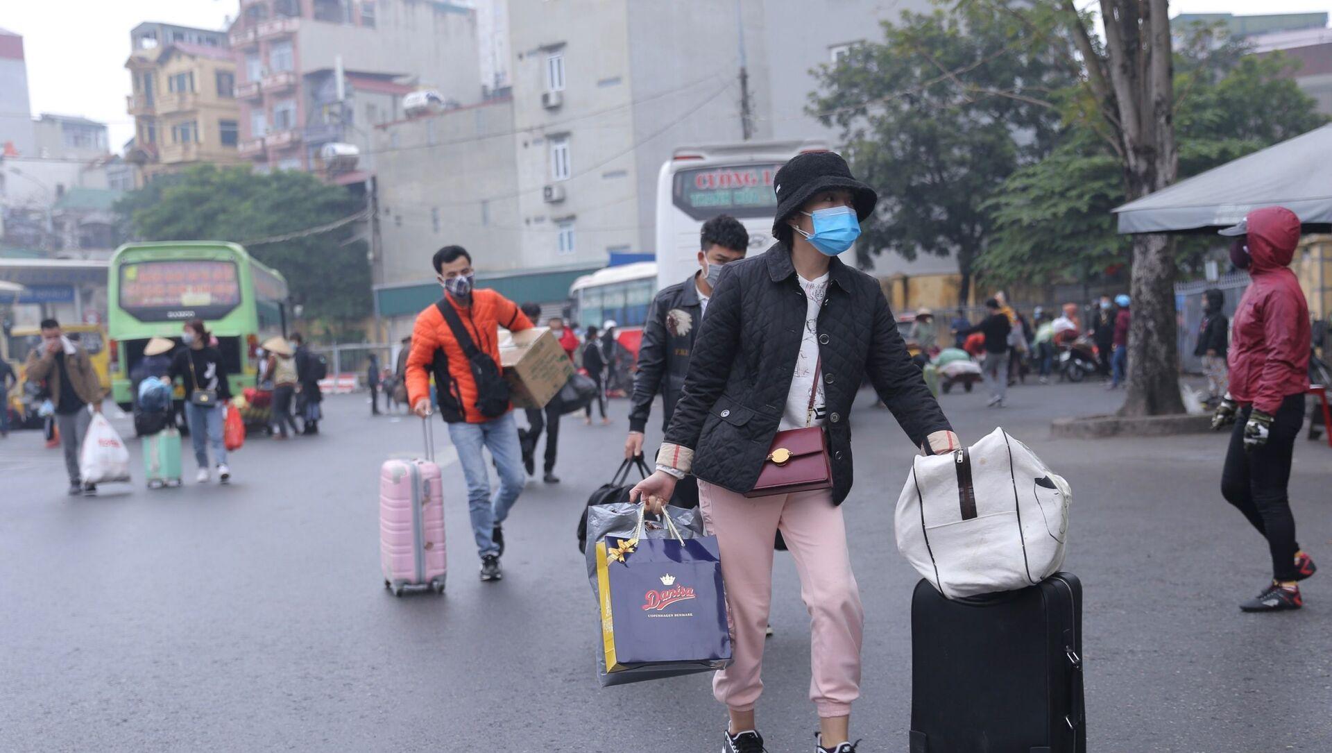 Người dân trở về Hà Nội sau kỳ nghỉ Tết Tân Sửu - Sputnik Việt Nam, 1920, 17.02.2021
