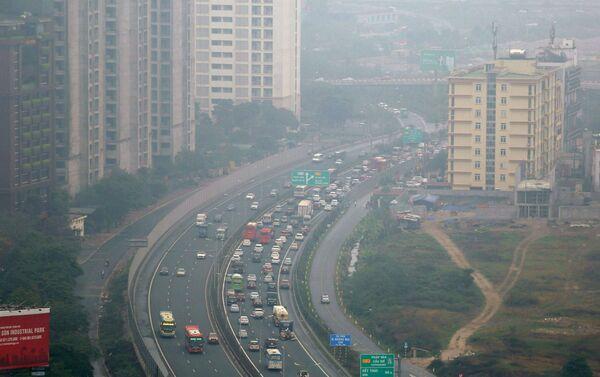 Tuyến cao tốc Pháp Vân - Cầu Giẽ - cửa ngõ phía Nam Thủ đô chiều 16/2 tuy đông hơn ngày thường nhưng không kín đặc  phương tiện như mọi năm.  - Sputnik Việt Nam