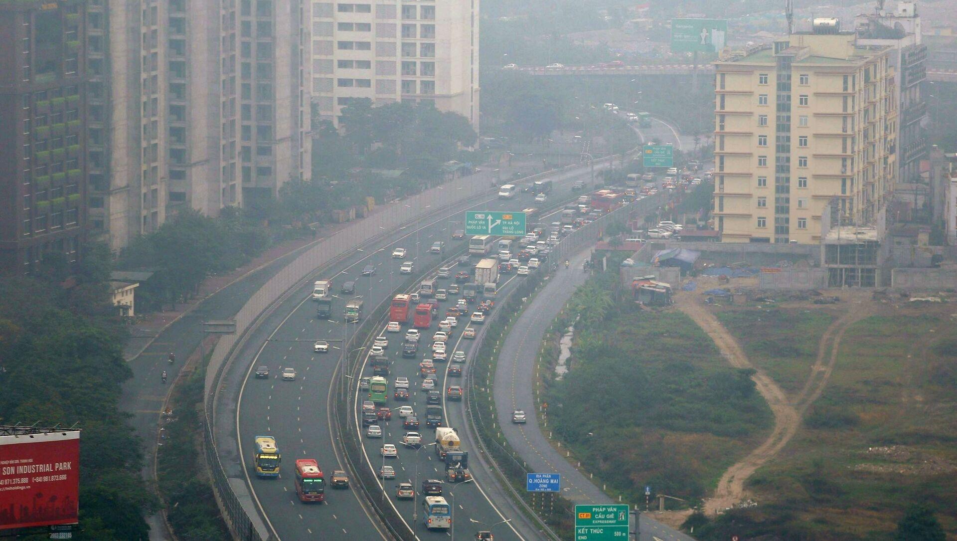 Tuyến cao tốc Pháp Vân - Cầu Giẽ - cửa ngõ phía Nam Thủ đô chiều 16/2 tuy đông hơn ngày thường nhưng không kín đặc  phương tiện như mọi năm.  - Sputnik Việt Nam, 1920, 23.03.2021