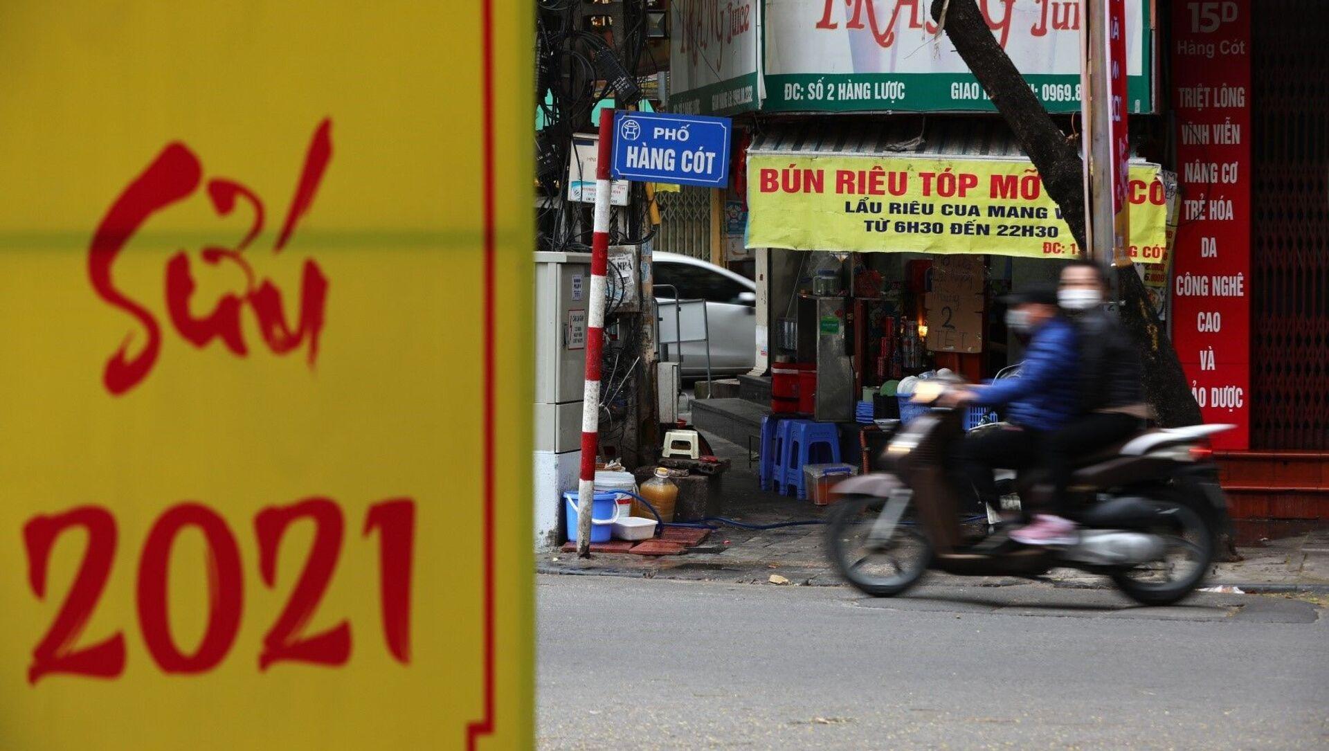 Cửa hàng ăn sáng trên phố Hàng Cót chỉ bán cho khách mang về. - Sputnik Việt Nam, 1920, 17.02.2021
