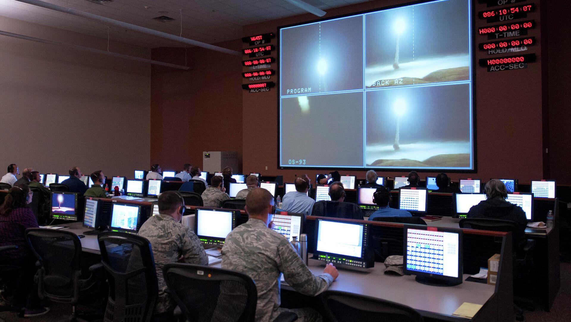 Vụ phóng thử tên lửa Minuteman III tại Vandenberg AFB, California - Sputnik Việt Nam, 1920, 03.09.2021