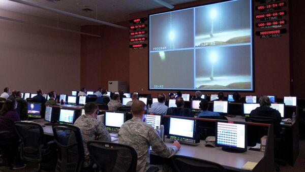 Vụ phóng thử tên lửa Minuteman III tại Vandenberg AFB, California - Sputnik Việt Nam