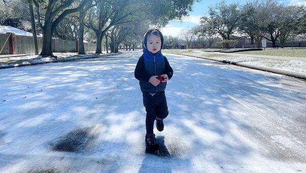 Tuyết phủ trắng ở nhiều thành phố thuộc bang Texas chỉ sau một đêm - Sputnik Việt Nam