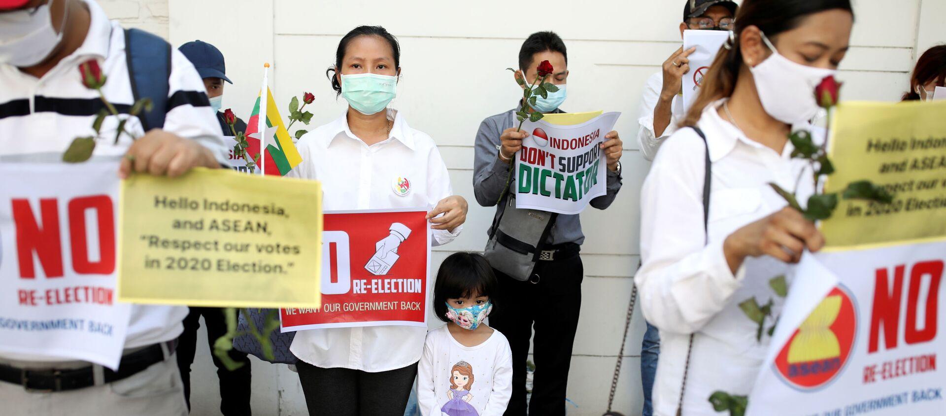 Công dân Myanmar trong cuộc biểu tình ở Bangkok, Thái Lan - Sputnik Việt Nam, 1920, 24.03.2021