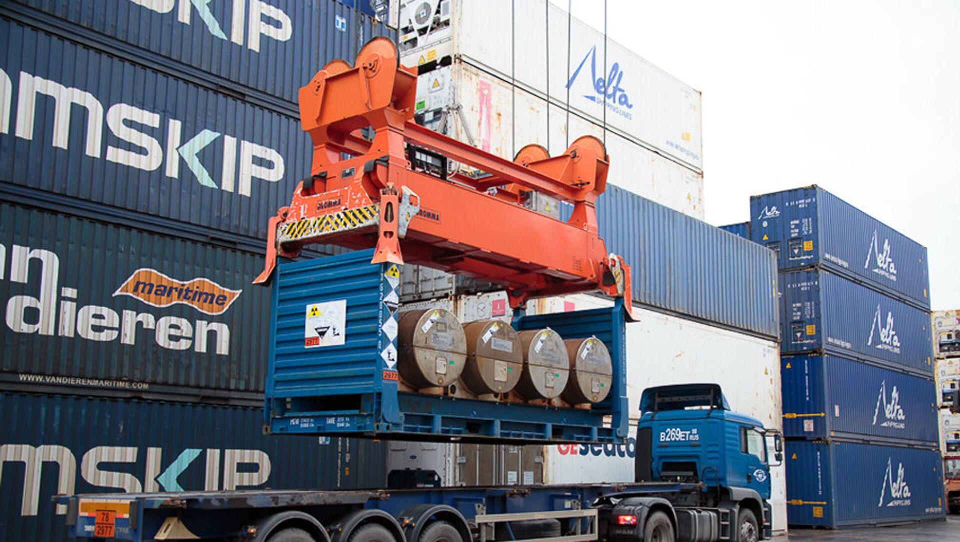 Container tại cảng Saint-Petersburg - Sputnik Việt Nam, 1920, 01.03.2021