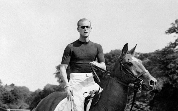 Hoàng thân Philip xứ Edinburgh chơi polo, năm 1950 - Sputnik Việt Nam