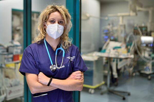 Nữ bác sĩ Annalisa Malara trong bệnh viện San Matteo ở Pavia  - Sputnik Việt Nam