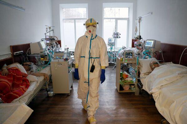 Nữ bác sĩ trong phòng bệnh ở Kiev, Ukraina - Sputnik Việt Nam