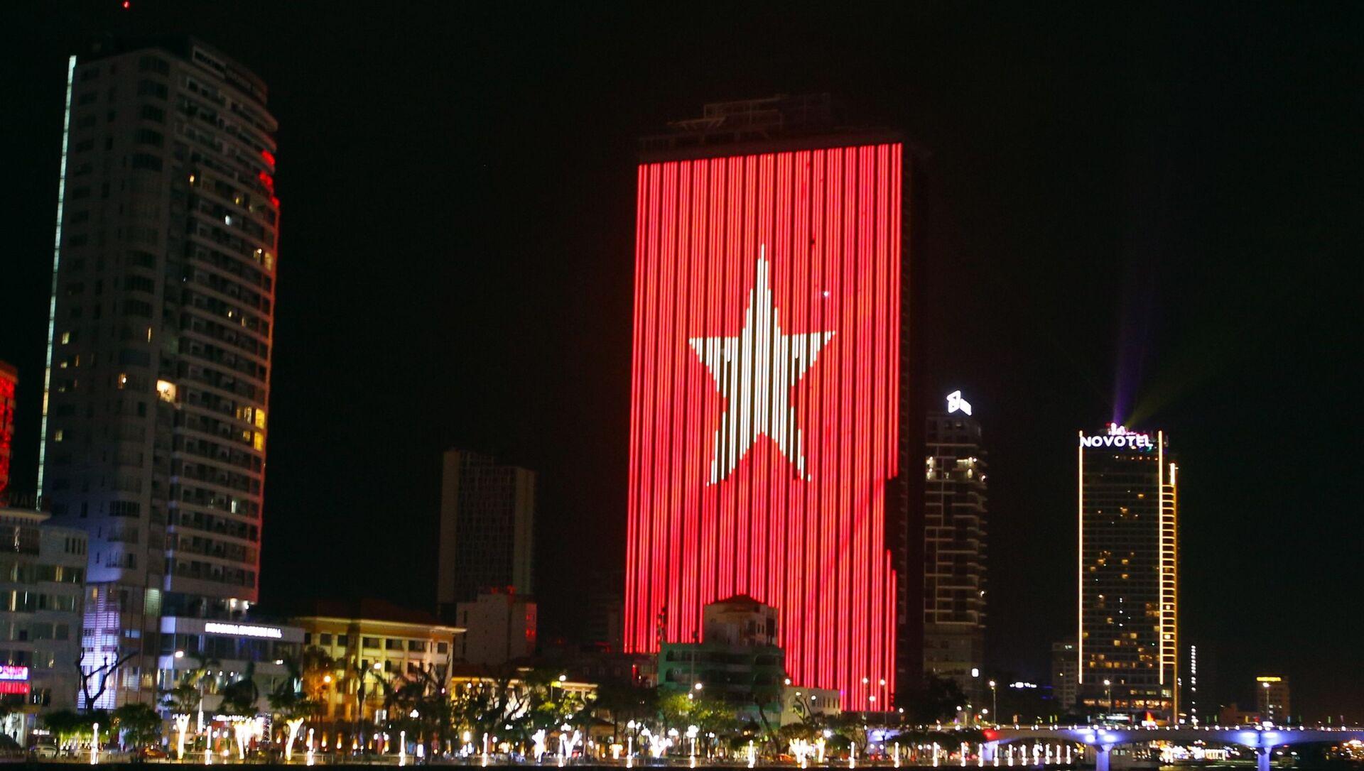 Nhiều tòa nhà dọc bờ sông Hàn sẽ được chiếu sáng nghệ thuật trong chương trình Đà Nẵng về đêm. - Sputnik Việt Nam, 1920, 05.03.2021