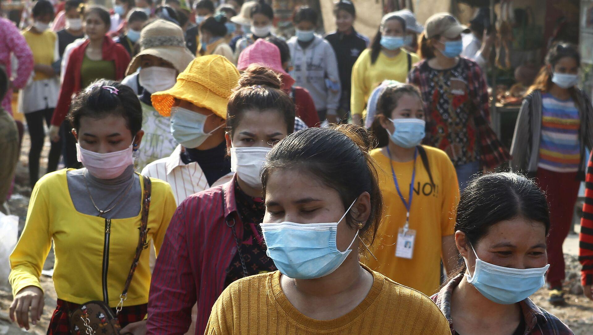 Người dân Campuchia đeo khẩu trang y tế. - Sputnik Việt Nam, 1920, 29.07.2021