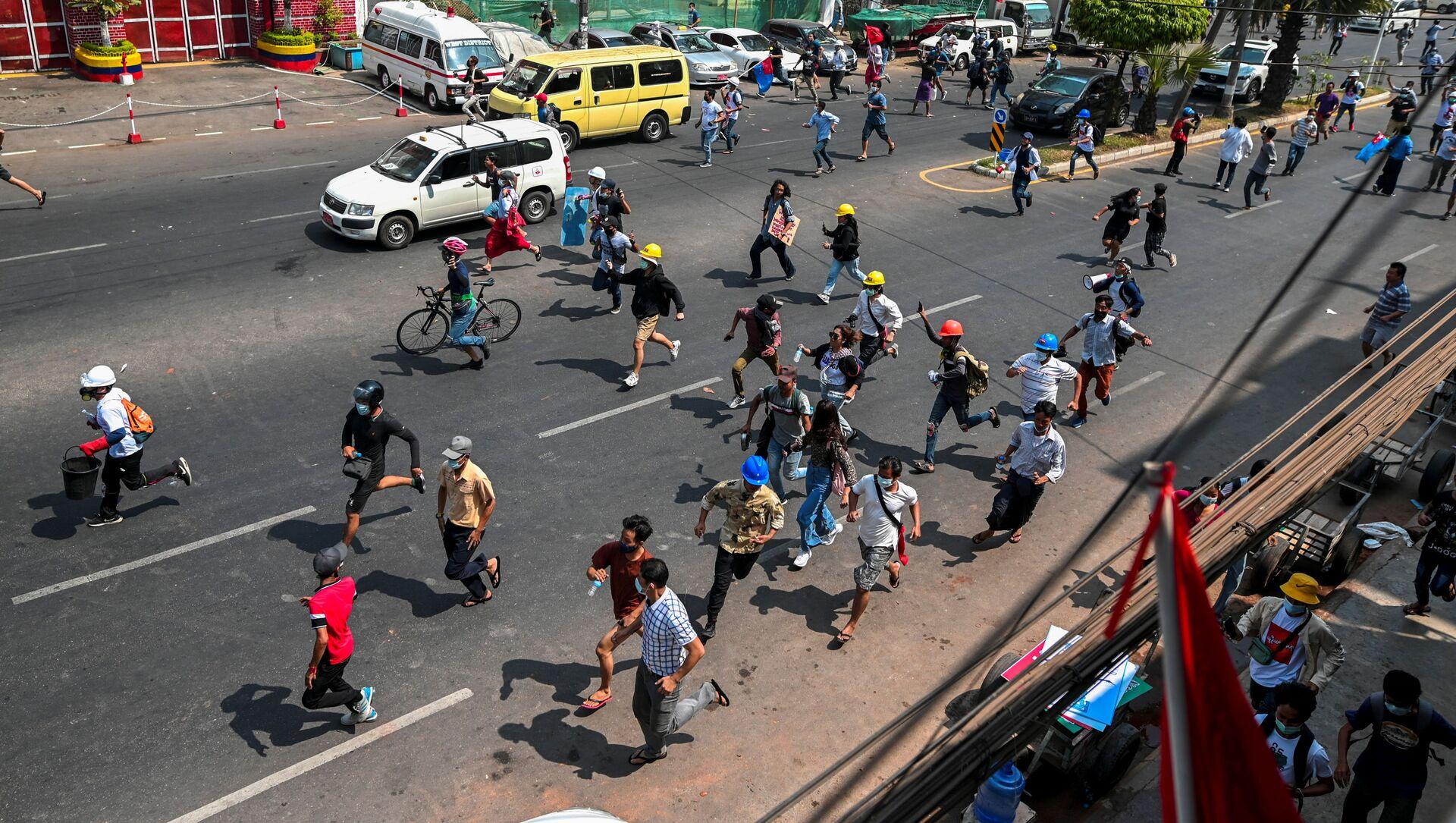 Bạo loạn trên đường phố Yangon, Myanmar. - Sputnik Việt Nam, 1920, 18.03.2021