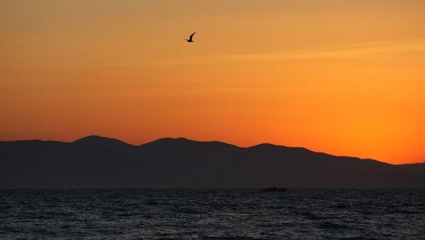 Quang cảnh Biển Nhật Bản từ bãi biển trong khu vực bến cảng Sportivnaya ở Vladivostok - Sputnik Việt Nam