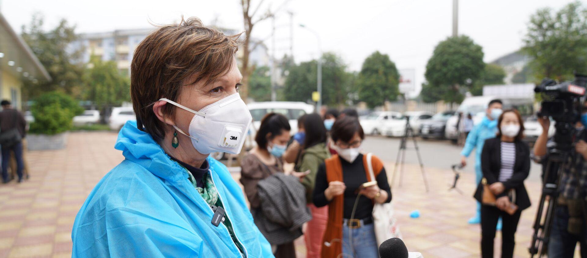 Đại diện UNICEF Rana Flower trả lời các câu hỏi của báo giới - Sputnik Việt Nam, 1920, 08.03.2021