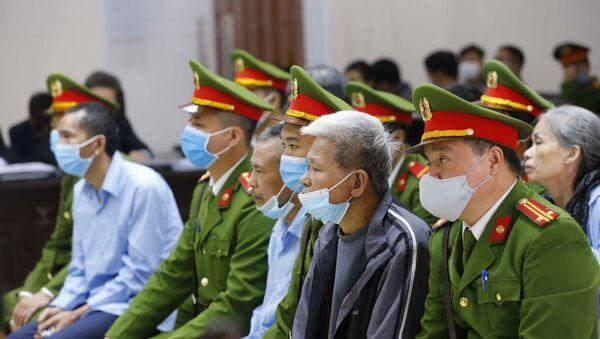 Các bị cáo tại phiên xét xử. - Sputnik Việt Nam