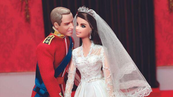Búp bê Barbie và Ken, với trang phục như Hoàng tử William và Kate Middleton trong ngày cưới - Sputnik Việt Nam