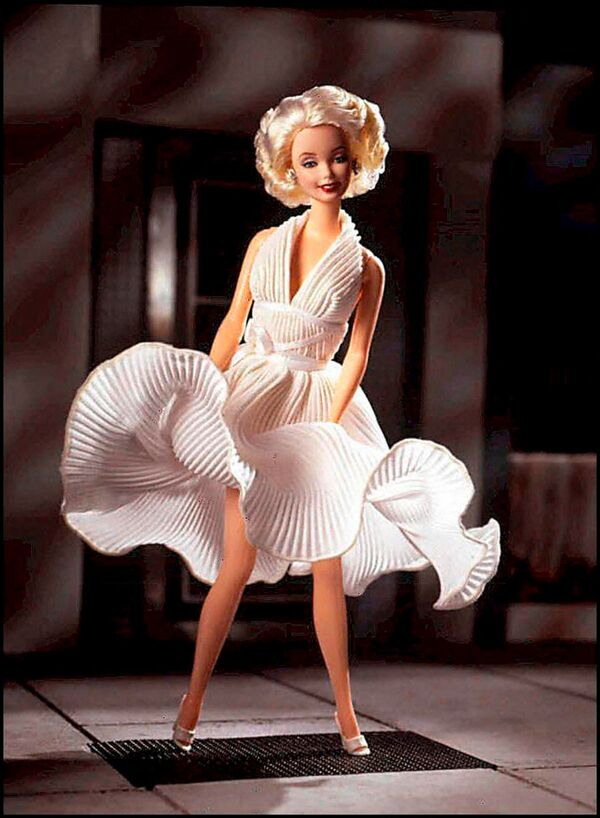 Barbie với trang phục như Marilyn Monroe trong bộ phim Tòa án của năm thứ bảy - Sputnik Việt Nam