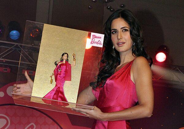 Nữ diễn viên điện ảnh Bollywood Ấn Độ Katrina Kaif trình bày búp bê Barbie lần đầu tiên ở Ấn Độ Tôi có thể trở thành một ngôi sao điện ảnh ở Mumbai - Sputnik Việt Nam