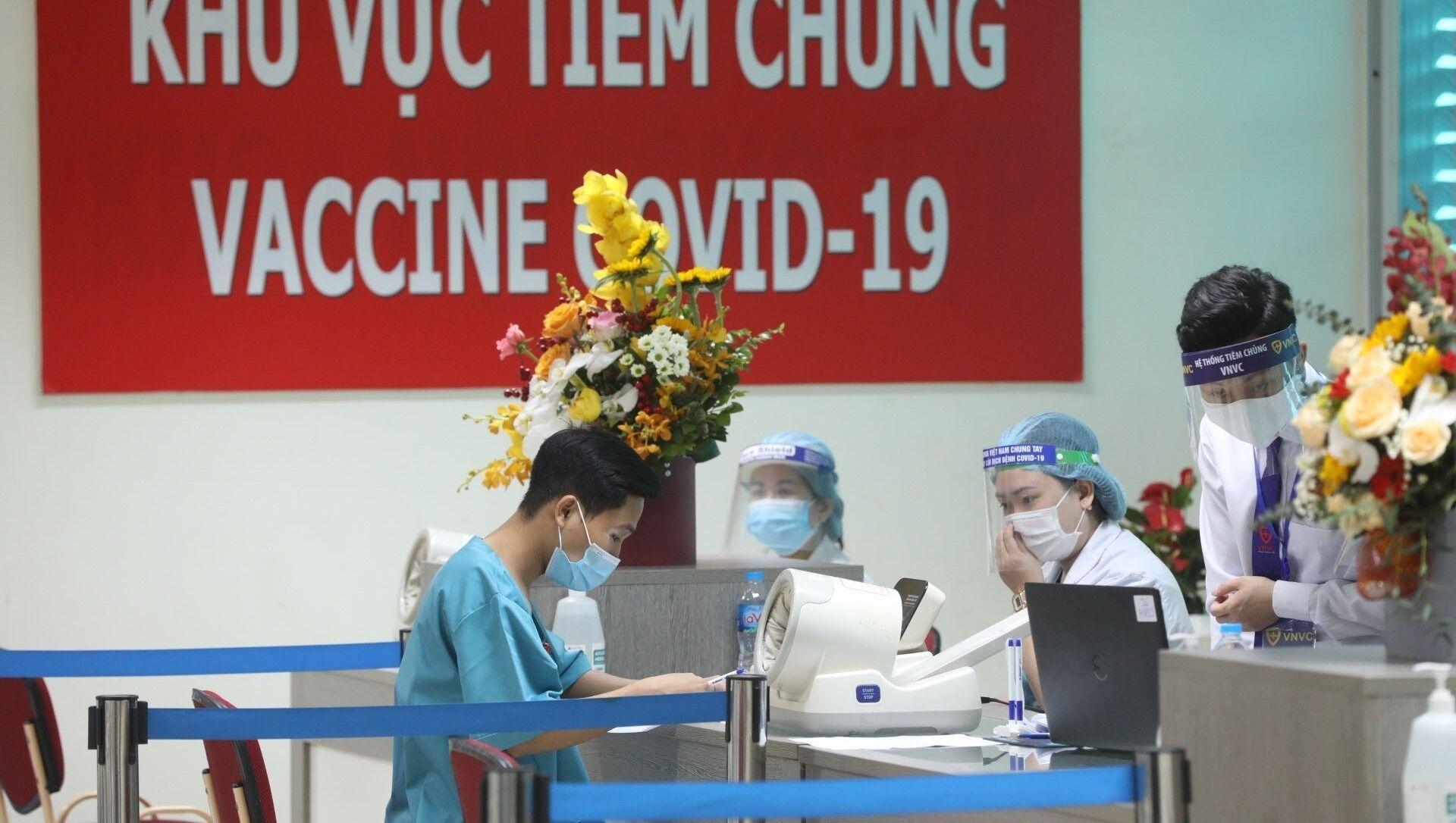 Dự kiến có 30 người là nhân viên y tế tham gia trực tiếp công tác phòng chống dịch COVID-19 tại Bệnh viện Thanh Nhàn (Sở Y tế Hà Nội) được tiêm vaccine phòng COVID-19. - Sputnik Việt Nam, 1920, 10.03.2021