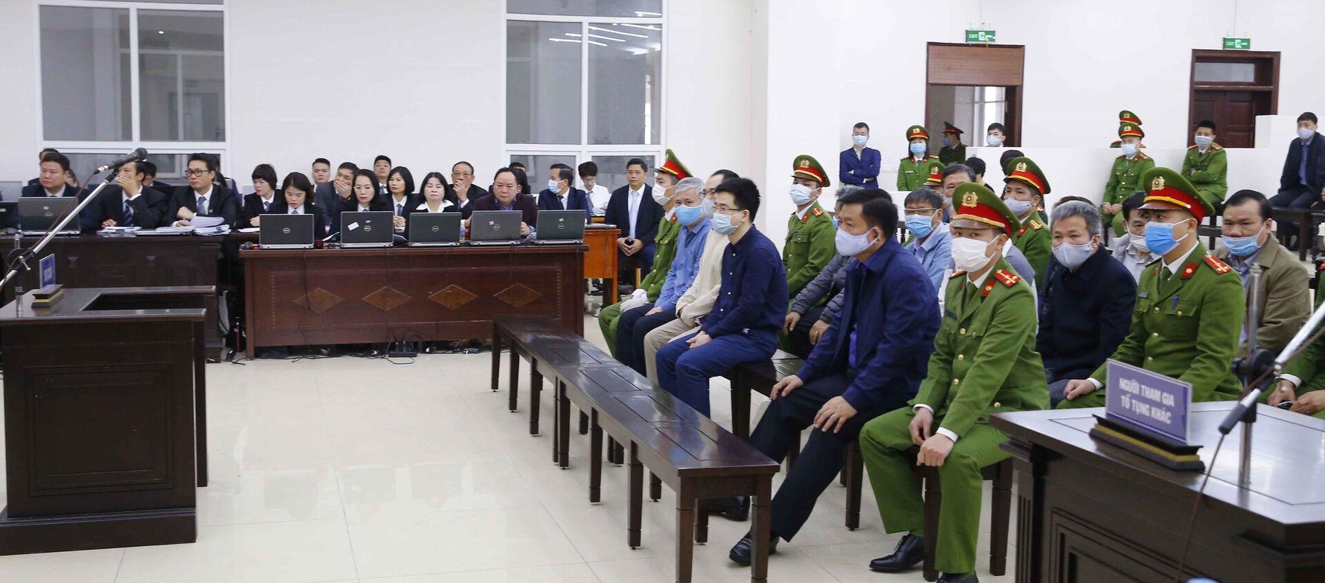 Bị cáo Đinh La Thăng cùng đồng phạm tại phiên xét xử. - Sputnik Việt Nam, 1920, 02.04.2021