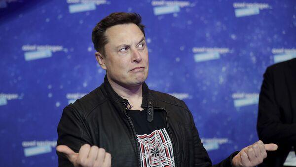 Chủ sở hữu SpaceX và Giám đốc điều hành Tesla, Elon Musk, đến trên thảm đỏ cho giải thưởng truyền thông Axel Springer, ở Berlin, Đức, thứ Ba, ngày 1 tháng 12 năm 2020. - Sputnik Việt Nam