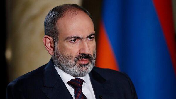 Thủ tướng Nikol Pashinyan phỏng vấn trực tiếp Petros Ghazaryan (27/12/2020). Yerevan - Sputnik Việt Nam