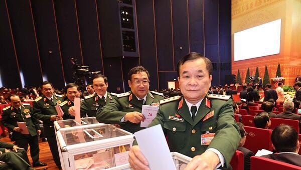 Các đại biểu Quân đội bỏ phiếu bầu Ban Chấp hành Trung ương khóa XIII. - Sputnik Việt Nam