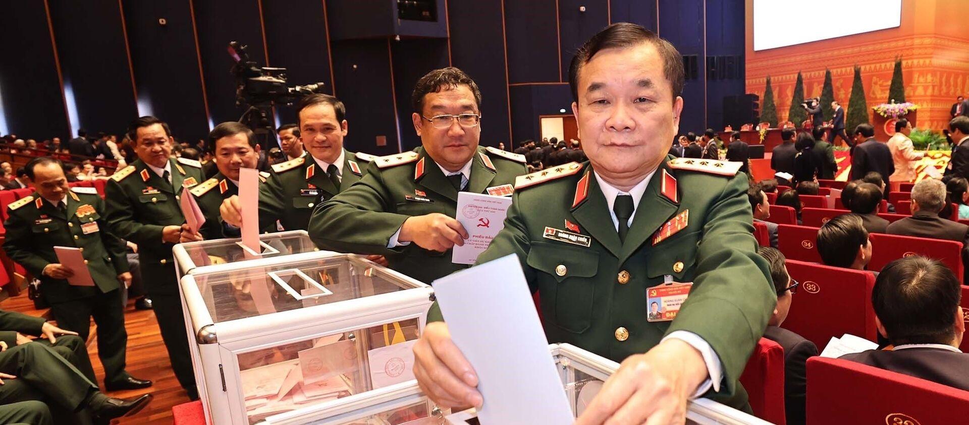 Các đại biểu Quân đội bỏ phiếu bầu Ban Chấp hành Trung ương khóa XIII. - Sputnik Việt Nam, 1920, 10.03.2021