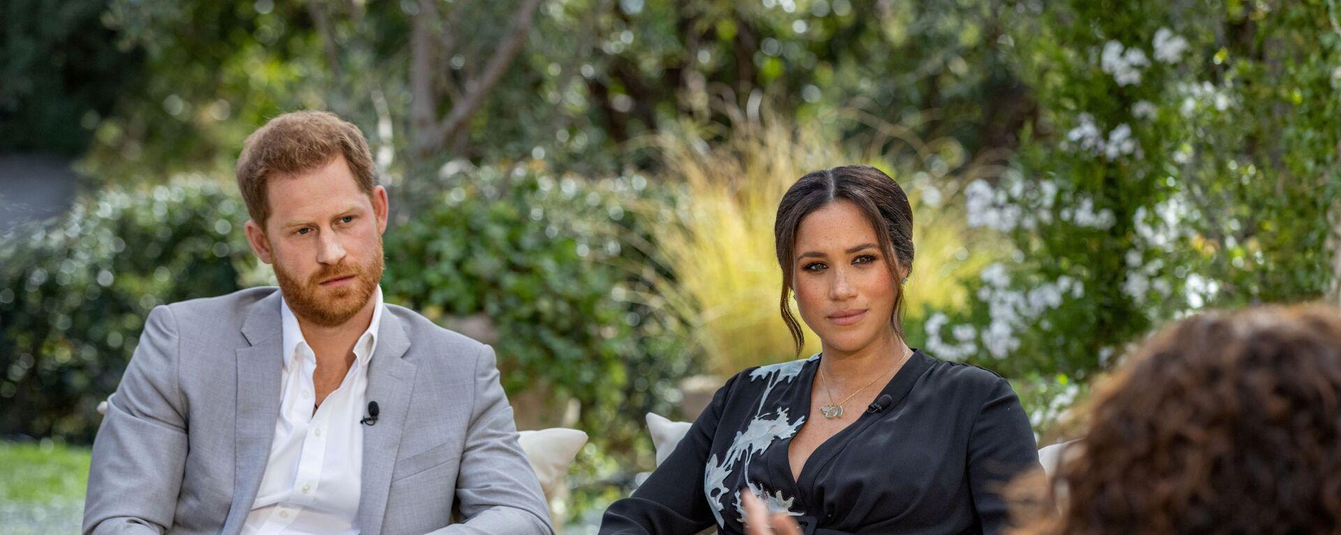 Hoàng tử Harry với vợ Meghan Markle trong cuộc phỏng vấn với Oprah Winfrey - Sputnik Việt Nam, 1920, 08.09.2021