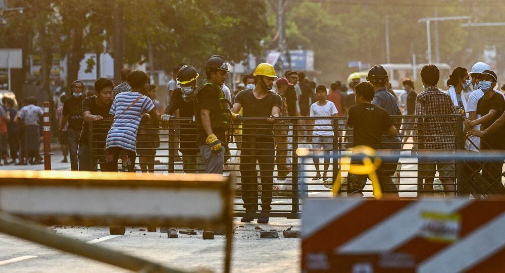 Người biểu tình ở Myanmar.