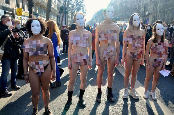 Các thành viên tham gia cuộc tuần hành vì nữ quyền ở Paris - Sputnik Việt Nam