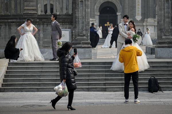 Tân lang tân nương bên giáo đường ở Bắc Kinh - Sputnik Việt Nam